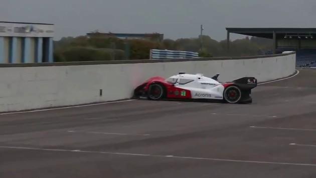無人 自動運転 レーシングカー レース 事故 ロボレース