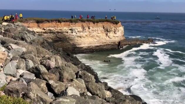 アメリカ カーチェイス 崖に関連した画像-04