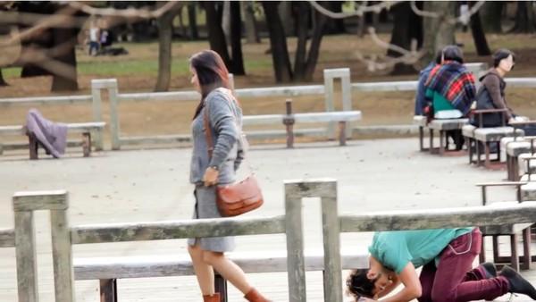 東京で知らない女性に片っ端からプロポーズしまくった外国人に関連した画像-05