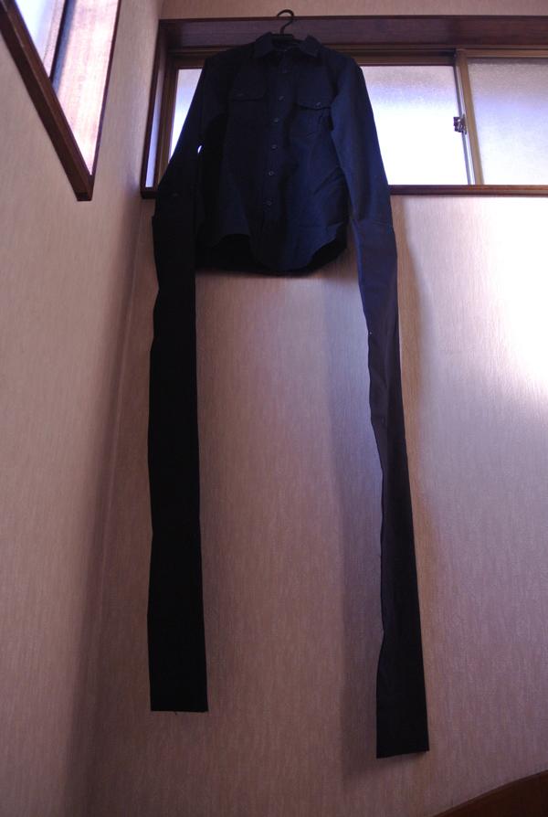 自撮り棒が恥ずかしい日本人男性、腕を長くすることを思いつくに関連した画像-03