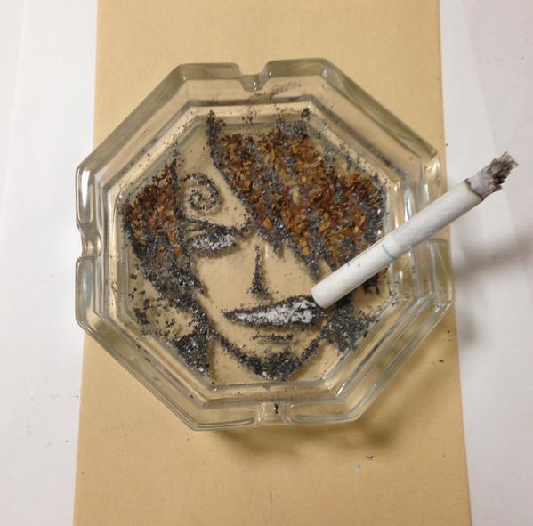 たばこの灰と葉で描いたアニメキャラに関連した画像-02