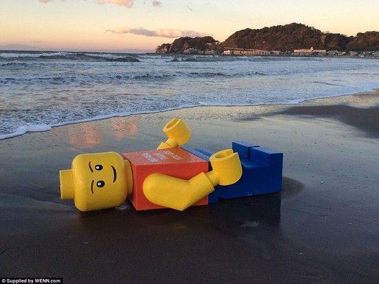 巨大なレゴ人形に関連した画像-02