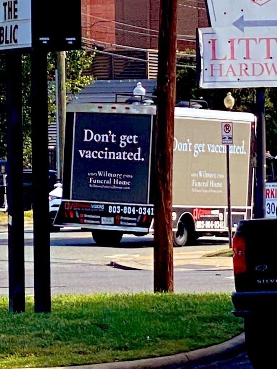 アメリカ ワクチン 葬儀場 宣伝トラック 新型 コロナ