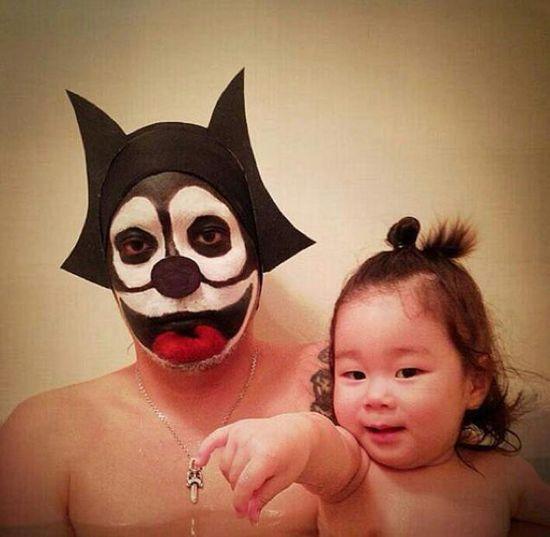 風呂をコスプレショーの場に変えた日本人父娘に関連した画像-14