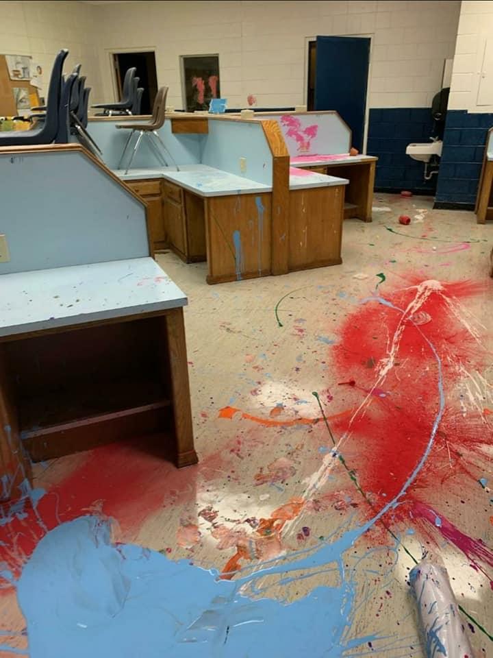 アメリカ 中学校 侵入に関連した画像-03