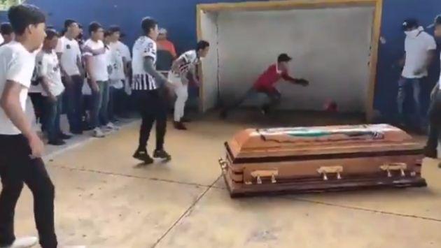 メキシコ サッカー 葬式に関連した画像-04