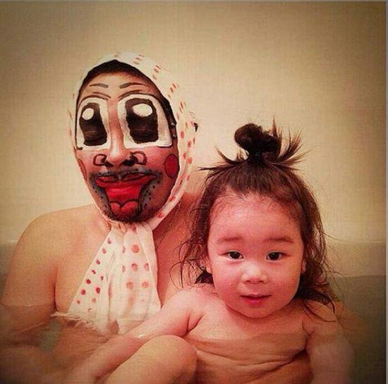 風呂をコスプレショーの場に変えた日本人父娘に関連した画像-02