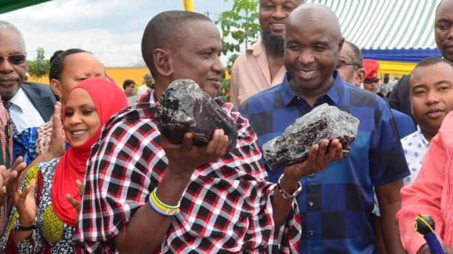 タンザニア タンザナイト原石 億万長者に関連した画像-03