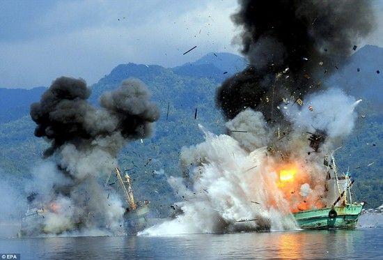 密漁船をコナゴナに爆破に関連した画像-04