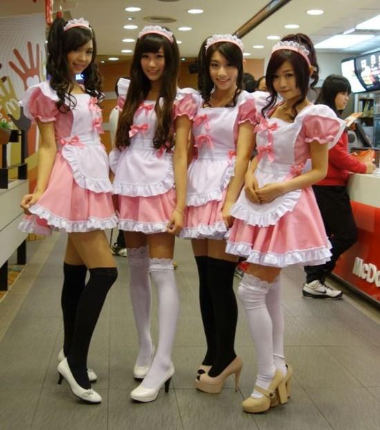 【画像】台湾マクドナルドが店員服をチアガール風にすることを決定! 台湾マクドナルドは優秀だな…