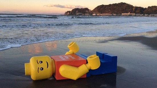 巨大なレゴ人形に関連した画像-01