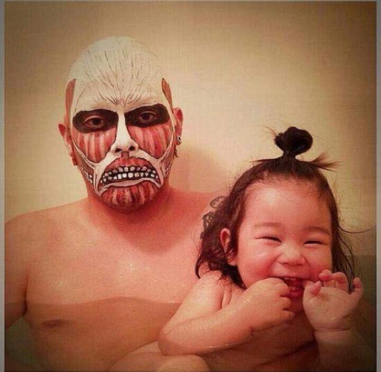 風呂をコスプレショーの場に変えた日本人父娘に関連した画像-08