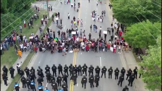 アメリカ 抗議 デモ 警察 ファイエットビルに関連した画像-02