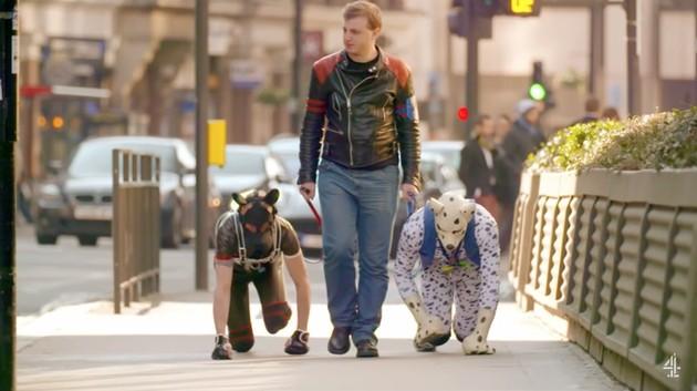 イギリスでリアルな「犬ごっこ」が流行に関連した画像-02