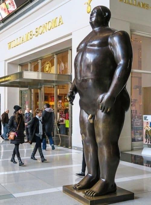 銅像 イタリア 性差別