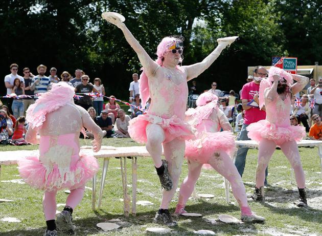 イッテQチーム、イギリス「パイ投げ祭り」でまさかの優勝に関連した画像-05