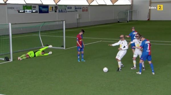 サッカー選手、見下ろし視点で試合に関連した画像-04