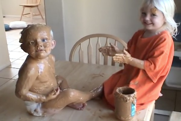 赤ちゃんの弟をピーナッツバターでコーティングに関連した画像-03