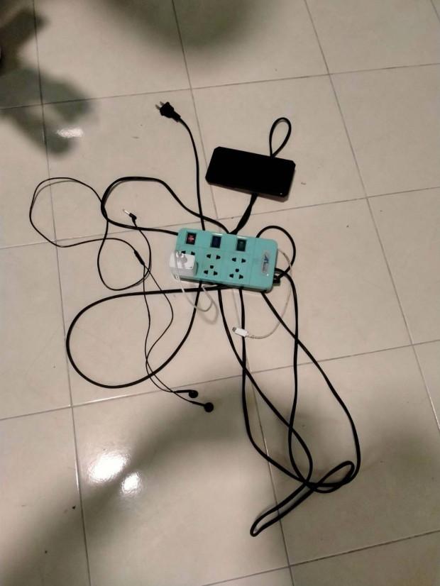 スマホ充電中にイヤホンを使用して感電死に関連した画像-02