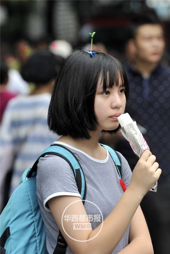 頭から発芽したように見える髪飾りが中国でバカ受けに関連した画像-02