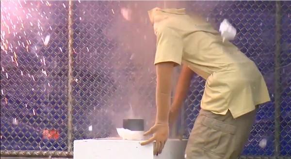 CPSCが「花火の安全な取り扱い方」を実演に関連した画像-04