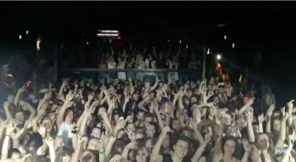 クラブDJ、大盛り上がりのフロアでサビの代わりにローテンポな楽曲を流すイタズラに関連した画像-03