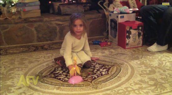 「手のひらの上で飛ぶ人形」が少女の目の前で自爆に関連した画像-03