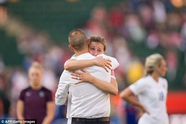 痛恨のオウンゴールで泣き崩れるイングランド選手に関連した画像-04