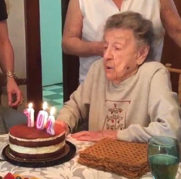 102歳の誕生日に関連した画像-02