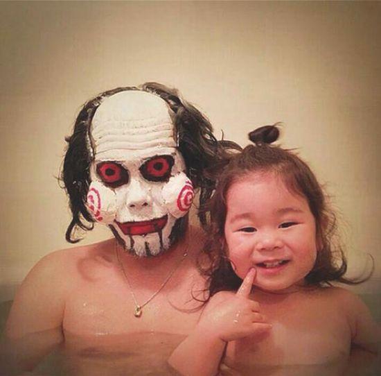 風呂をコスプレショーの場に変えた日本人父娘に関連した画像-07