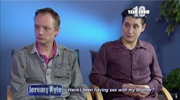 同性カップル、実は生き別れた兄弟に関連した画像-02