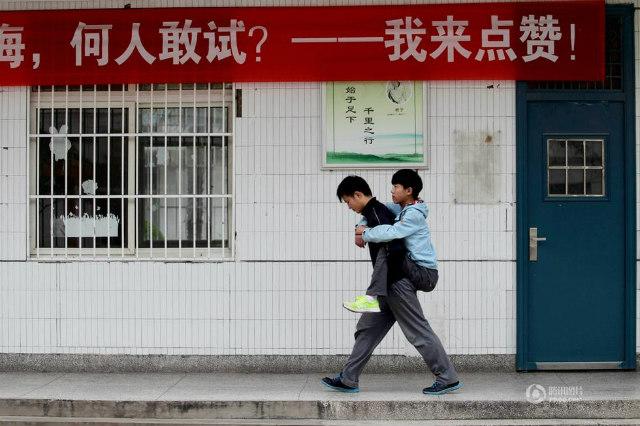 障害を持つ同級生を背負い続けてきた中国人に関連した画像-02