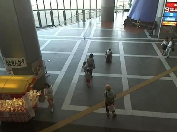 大阪のショッピングモールでロボットが集団暴行に関連した画像-02