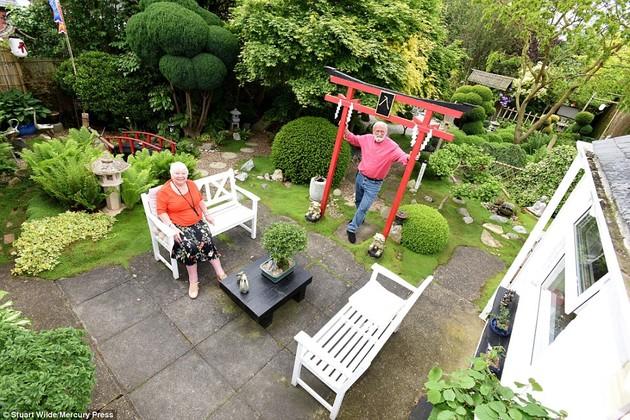 ジョン・ブレードさん15年かけて自宅に日本庭園に関連した画像-07