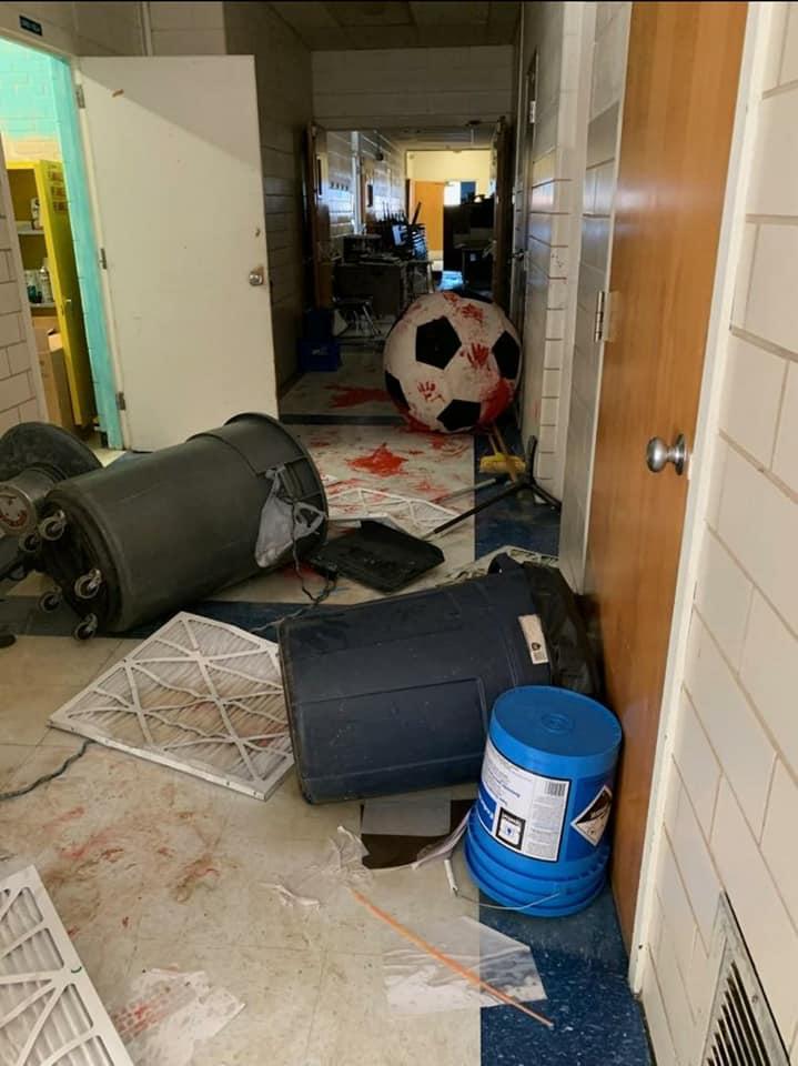 アメリカ 中学校 侵入に関連した画像-05
