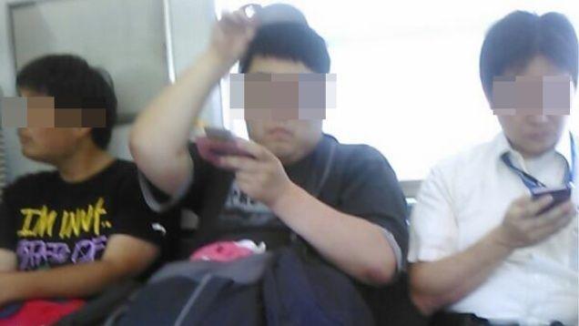 デブが電車でゲームボーイアドバンスしてて爆笑なう(笑)に関連した画像-01