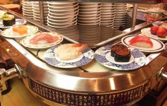 日本の回転寿司に行って、皿にカメラのせて流してみたに関連した画像-01