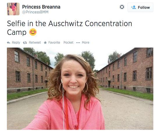 アウシュヴィッツ強制収容所にて笑顔の自撮りに関連した画像-02