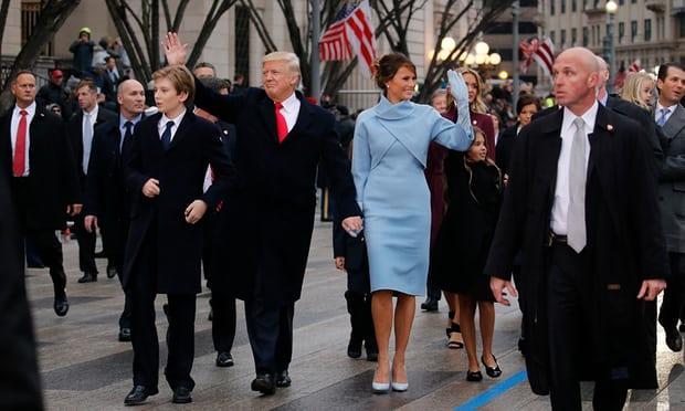 アメリカのトランプ大統領家族の周りを警護するシークレットサービス
