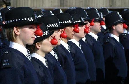 イギリスの治安を守る警察官たちの勇姿に関連した画像-03