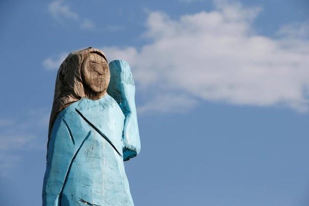 メラニア夫人の木像に関連した画像-03