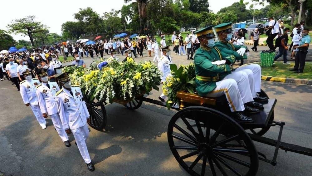 フィリピン ガンダム ベニグノ・アキノ 葬儀