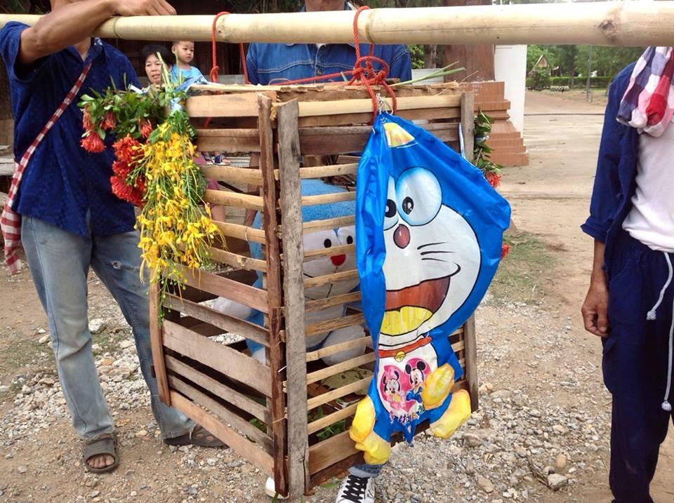 ドラえもん、タイの「雨乞いの儀式」で守り神にに関連した画像-03
