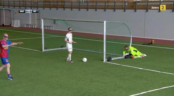 サッカー選手、見下ろし視点で試合に関連した画像-07