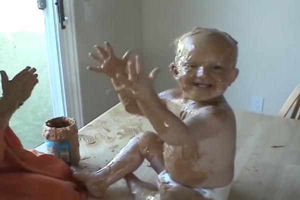 赤ちゃんの弟をピーナッツバターでコーティングに関連した画像-04