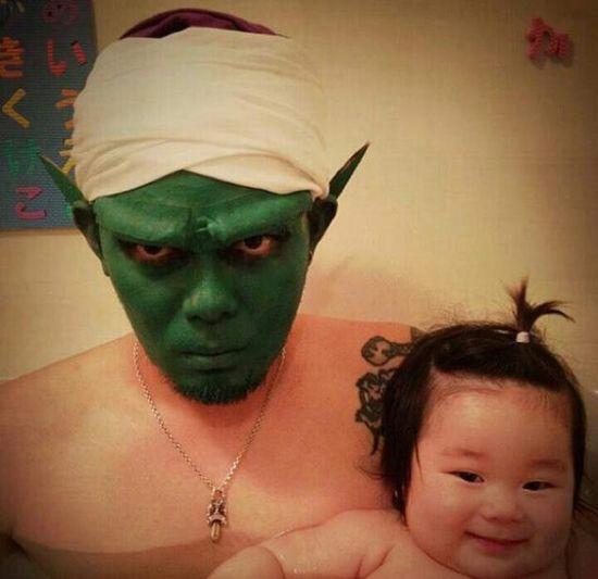 風呂をコスプレショーの場に変えた日本人父娘に関連した画像-09