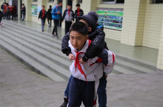 6年間毎日、親友を背負って登下校に関連した画像-02