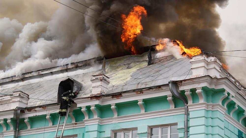 ロシア 火事 病院 手術