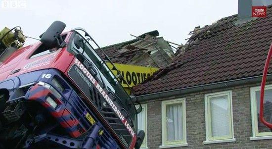オランダ:プロポーズ中にクレーンが転倒に関連した画像-01