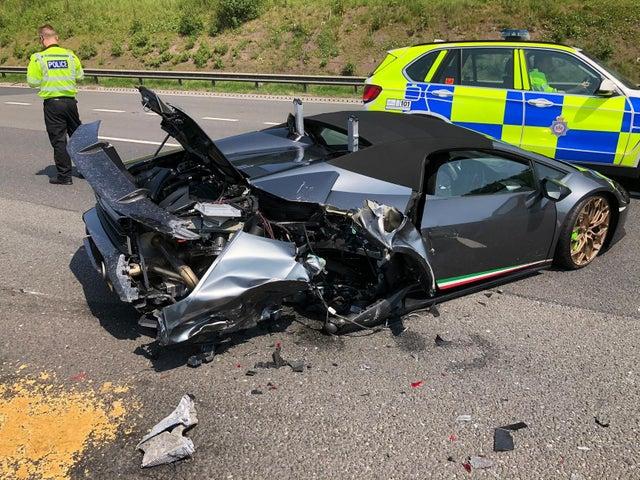 イギリス ランボルギーニ 衝突事故に関連した画像-03